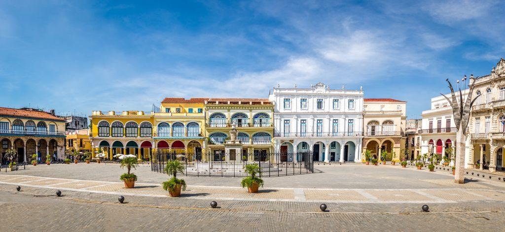 Der Havaneser war zunächst ein Hund der kubanischen Oberschicht wie hier am Plaza Vieja in Havanna.