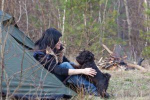 Camping ermöglicht Hund und Besitzern ungezwungenen Urlaub.